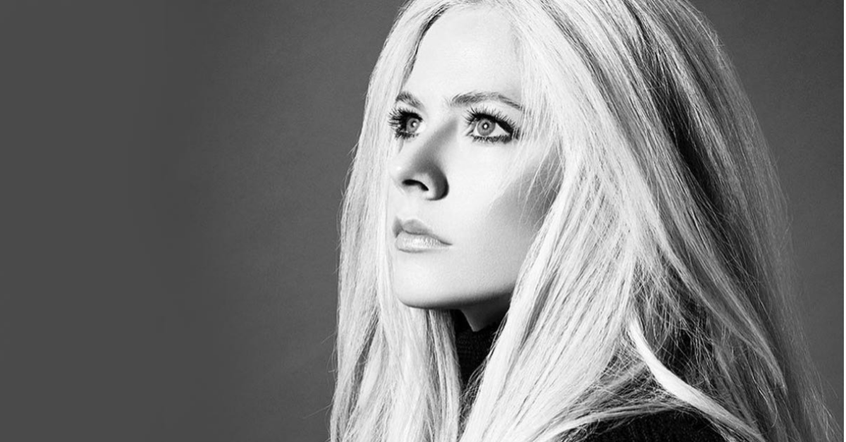 avril.head .above .water