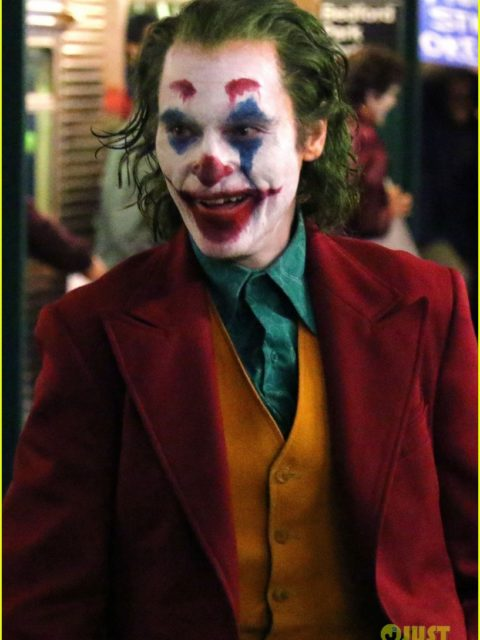 joaquin phoenix transforms into the joker filming riot scene 01