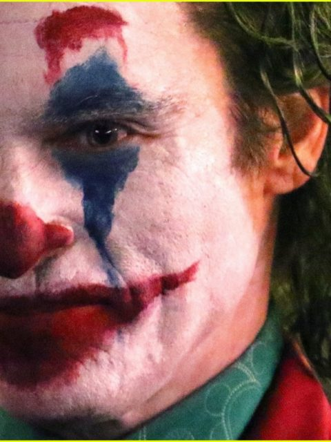 joaquin phoenix transforms into the joker filming riot scene 05