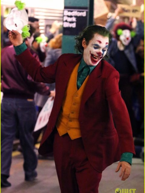 joaquin phoenix transforms into the joker filming riot scene 08