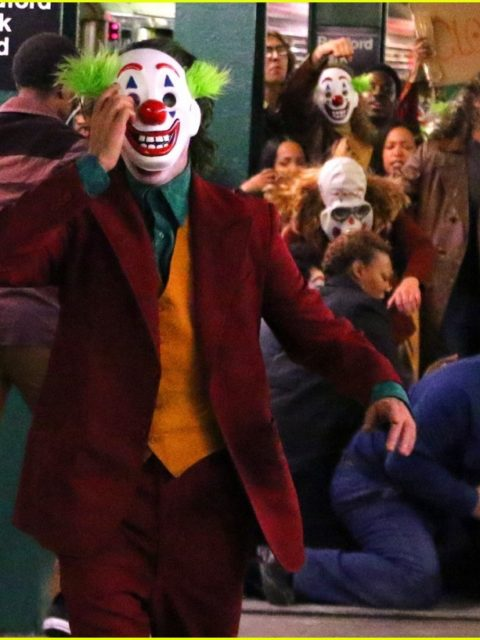 joaquin phoenix transforms into the joker filming riot scene 25
