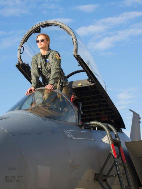 personagem de brie larson carol aparece como piloto da forca aerea 1536166887438 v2 1920x1
