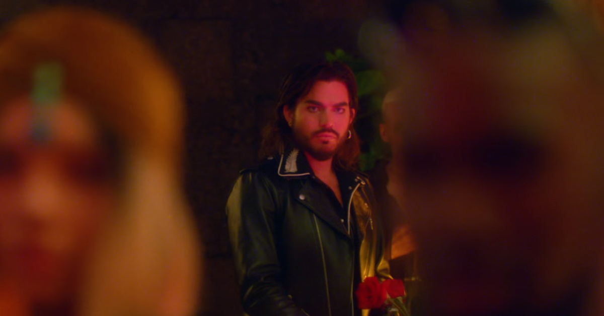 Comin In Hot Adam Lambert divulga novo single com direito a clipe