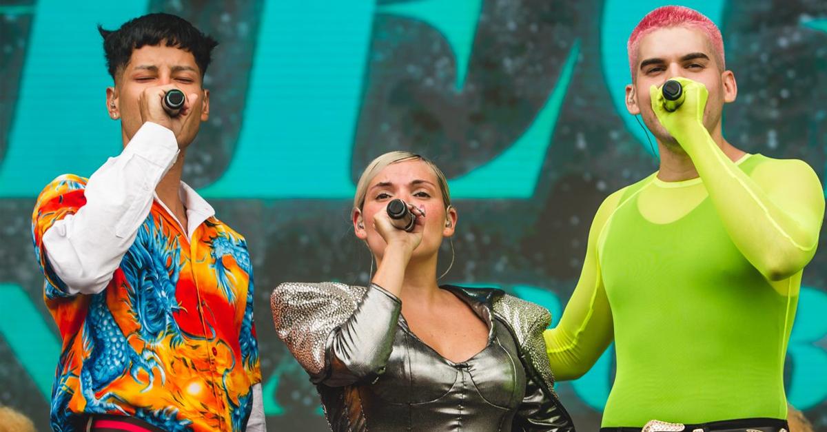 Duda Beat lança clipe bem colorido de Chega ao lado de Mateus Carrilho e Jaloo