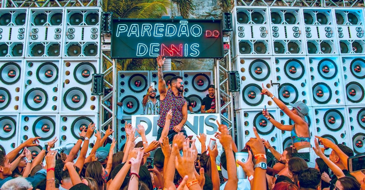 live baile do dennis