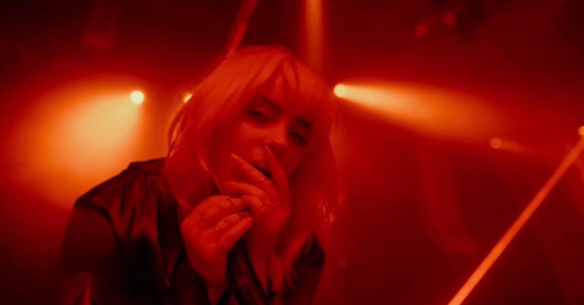 """Billie Eilish apresenta """"Oxytocin"""" ao vivo no Hollywood Bowl, em Los Angeles"""